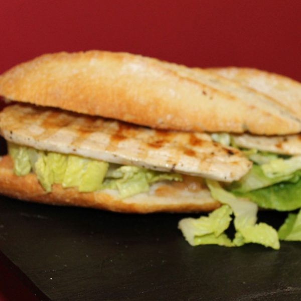 bocadillo-pollo Hostal Puerto Beach